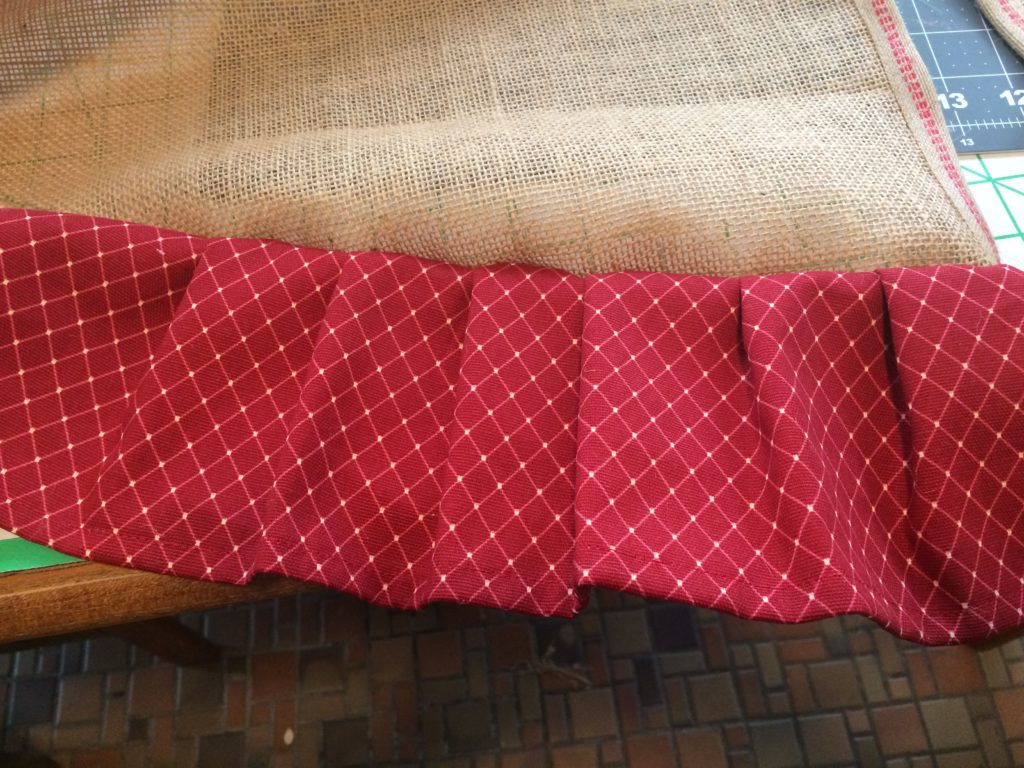 Tree skirt ruffle edge